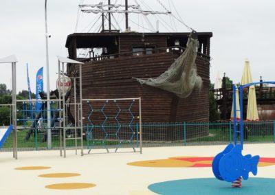 Zalew w zalewie plac zabaw Galeon